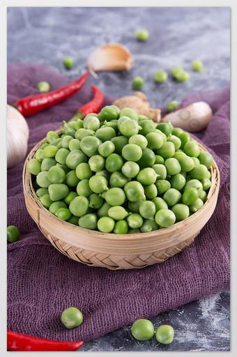 البازلاء الخضراء الطازجة بذور البازلاء القمح صحي الخضروات الثلوج عالية الدقة صورة رأسية التصوير قالب JPG