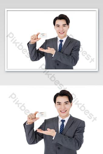 بدلة رجال الأعمال يبتسمون يحملون نموذج اللوازم المكتبية بطاقة العمل قالب PSD