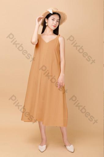 belleza verano ropa casual logo impresión pegatina ropa maqueta Modelo PSD