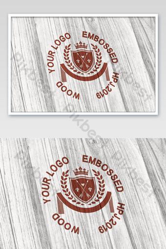 textura de madera de abedul blanco grabado maqueta de logotipo de laca roja Modelo PSD