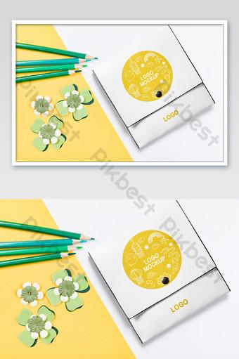 paquete de dibujo de crayón amarillo maqueta de embalaje del kit de sala de formación de la academia de bellas artes Modelo PSD