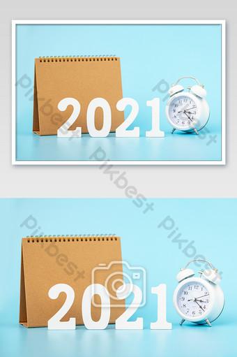 新的一年2021年時鐘台歷藍色背景 攝影圖 模板 JPG