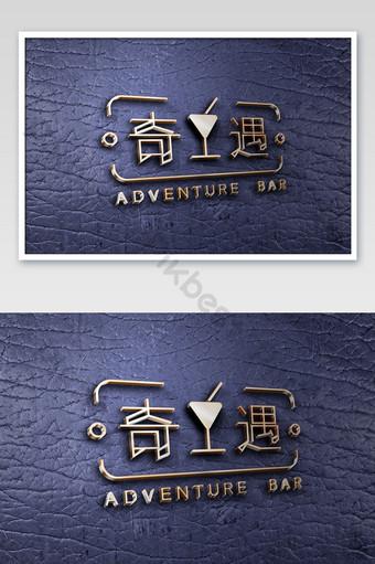 Maqueta de logo con efecto de metal en relieve sobre cuero azul Modelo PSD