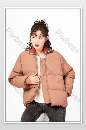 Les vestes en duvet pour femmes d'automne et d'hiver affichent des photos de commerce électronique La photographie Modèle JPG