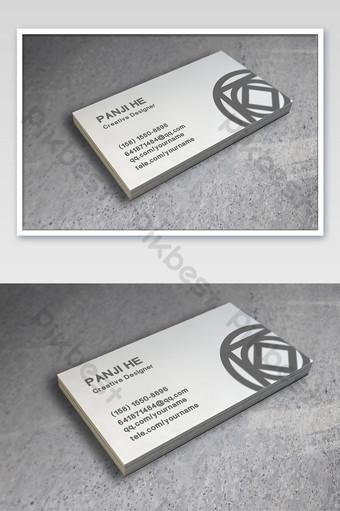 كومة من بطاقات العمل في أسفل نموذج اللوازم المكتبية الحجرية قالب PSD